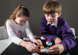 Microsoft diseña juguetes para enseñar a los niños ciegos a programar
