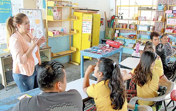 Personas sordas deben desarrollarse en un ambiente bilingüe