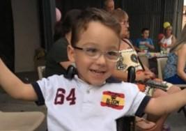 Iker, un niño con parálisis cerebral, será imagen de un portal de venta de ropa online