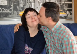 Una pareja con síndrome de Down rompe moldes con su piso de emancipados
