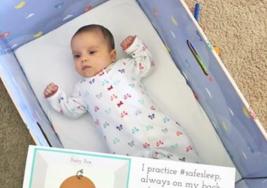 Por qué la ciencia recomienda que tu bebé duerma en una caja si quieres salvarle la vida