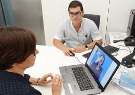 El CHN mejora la atención a personas con sordera con un sistema de video-interpretación de lengua de signos