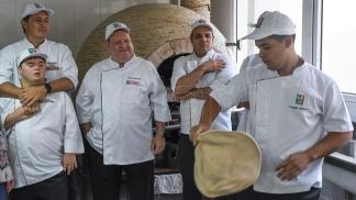 Distinguen en el Mundial de Pizza a un joven con Síndrome de Down