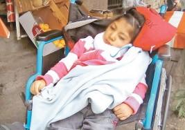 Abandonan a menor de 10 años con parálisis cerebral