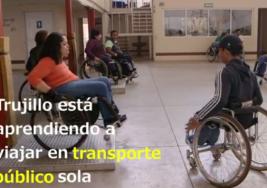 Video: Las dificultades de moverse por las destartaladas calles de Ciudad de México en silla de ruedas