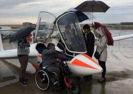 El Aeródromo de Santa Cilia abre sus puertas a un grupo de afectados por esclerosis múltiple