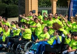 Más de 160 personas participan en un flashmob solidario por la Parálisis Cerebral