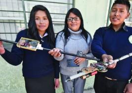 Crean bastón casero para personas ciegas que detecta charcos y obstáculos