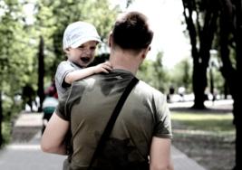 Cuando se secuestra a un niño en un parque, todos se quedan sorprendidos de quien intenta salvarlo