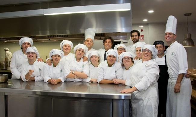 Cocineros con Síndrome de Down se titulan en la Escuela de Hostelería