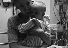 Una madre alerta a otras mujeres, perseguida por la culpa, y luego de que tras su error su bebé sufriera fractura de cráneo