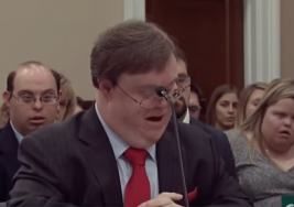 Escritor con síndrome de Down impactó al Congreso de EEUU con este mensaje [VIDEO]
