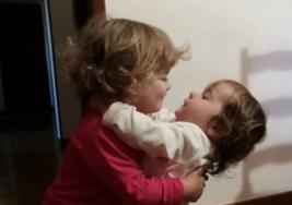 Ayuda a tus hijos a resolver sus problemas de celos entre hermanos, aquí te dijo cómo hacerlo