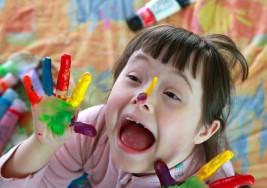 Terapia desde el nacimiento ayuda a niños con síndrome de Down