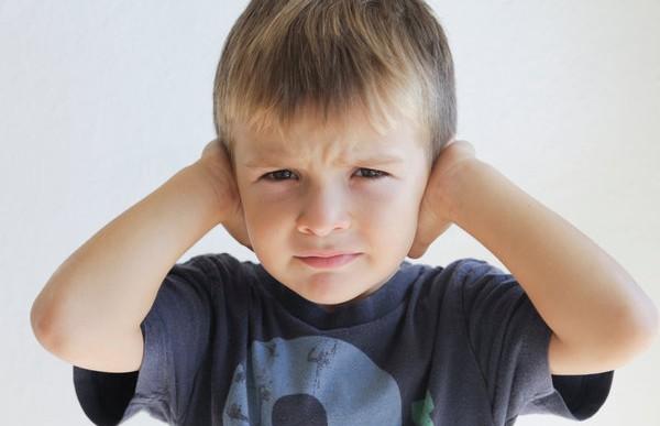 Ruido excesivo de cohetes puede causar sordera en menores