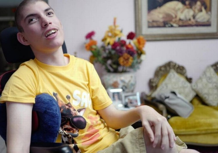 Padece de parálisis cerebral y dice ser el niño más feliz del mundo
