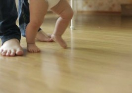 Identifican redes cerebrales utilizadas por los bebés para aprender a caminar y su posible relación con el autismo