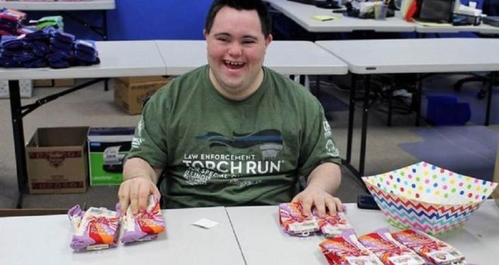 Cómo un joven con síndrome de Down creó un negocio millonario a partir de sus medias extravagantes