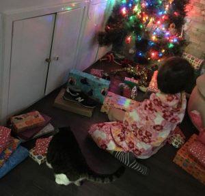 Cómo es la mañana de Reyes Magos para mi hijo con autismo (su mejor regalo, un álbum de fotos)