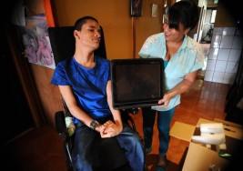 Joven con parálisis cerebral podrá 'hablar' por primera vez en sus 21 años