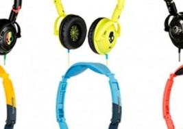 Uso constante de celulares y audífonos puede producir sordera