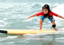 El surf podría ser una buena terapia para niños con autismo