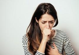 Una de estas 7 razones pueden ser la causante de esa tos que padeces