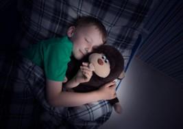 Éstas son las razones por las cuales tu hijo debe dormir a oscuras según los especialistas