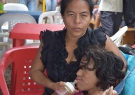 Una madre venezolana emprende un viaje desesperado para salvar a su hija con Parálisis cerebral