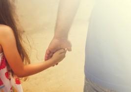 Conmovedora acción de un padre para ayudar a su hija a elevar su autoestima conmueve al mundo