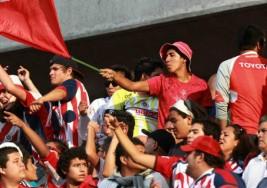 CHIVAS LOCALIZA A FAN CON PARÁLISIS CEREBRAL PARA APOYARLO