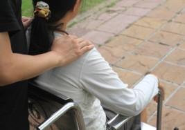 Una mujer con discapacidad compró los zapatos equivocados y la respuesta de la vendedora se volvió viral