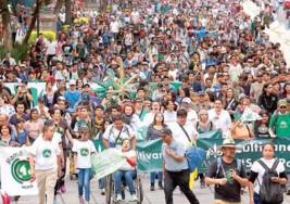 Madres de hijos con diversos padecimientos marcharon por Reforma para que autoridades permitan el uso medicinal de la marihuana