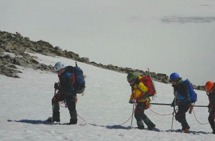 Cuatro montañeros ciegos coronan el pico más alto de los Alpes Escandinavos