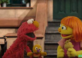 Cómo una marioneta de 'Barrio Sésamo' con autismo logra que el pequeño Julian haga su primera amiga