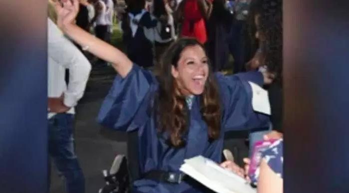 Latina con parálisis cerebral reta a la ciencia y se gradúa de pie con honores