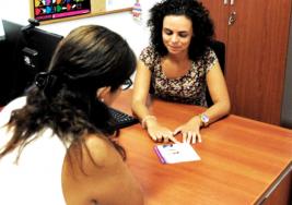 Académicos crean manual para atender en salud a personas con discapacidad auditiva