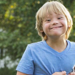 Niño con Síndrome de Down