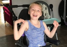La parálisis cerebral de esta niña no le impidió salvar la vida de su hermano