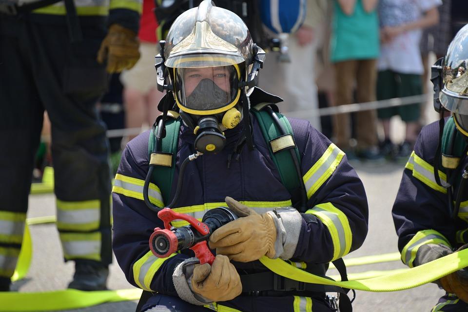 Facebook: Bombero emociona con relato sobre rescate de ancianos durante incendio