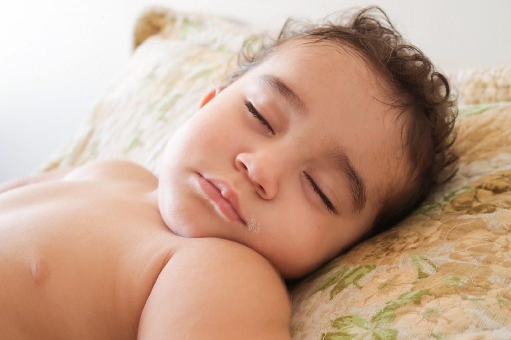 Si tu hijo moja la cama, no te preocupes, tiene solución