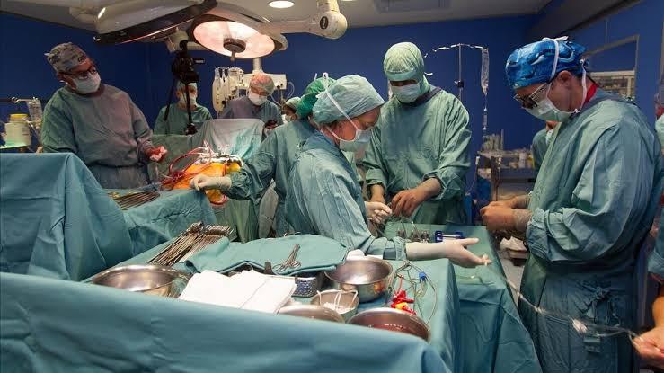 La operaron del corazón mientras estaba hipnotizada ¡y sin anestesia!