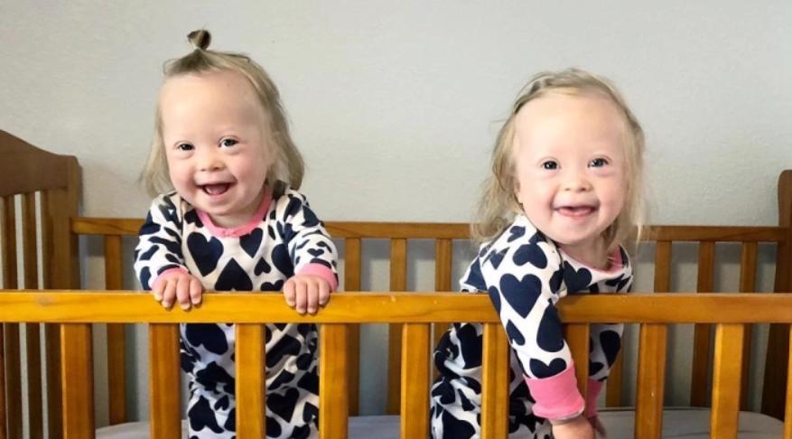 """Madre de dos gemelas con Síndrome de Down: """"¡Las elegiría tal y como son"""""""