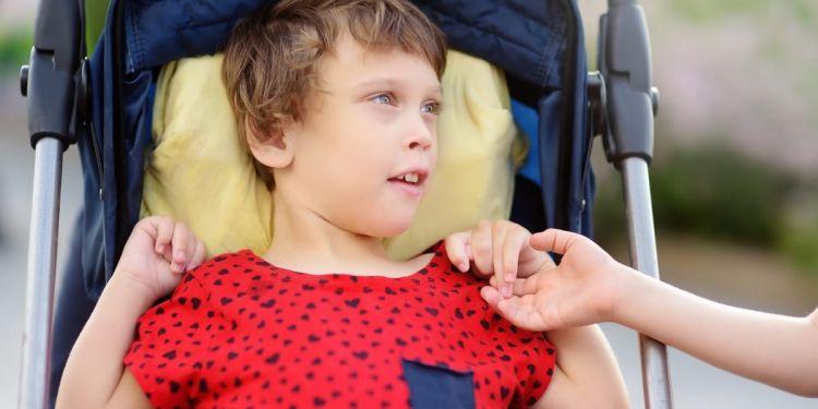 Las personas con parálisis cerebral deben recibir rehabilitación desde la infancia más temprana