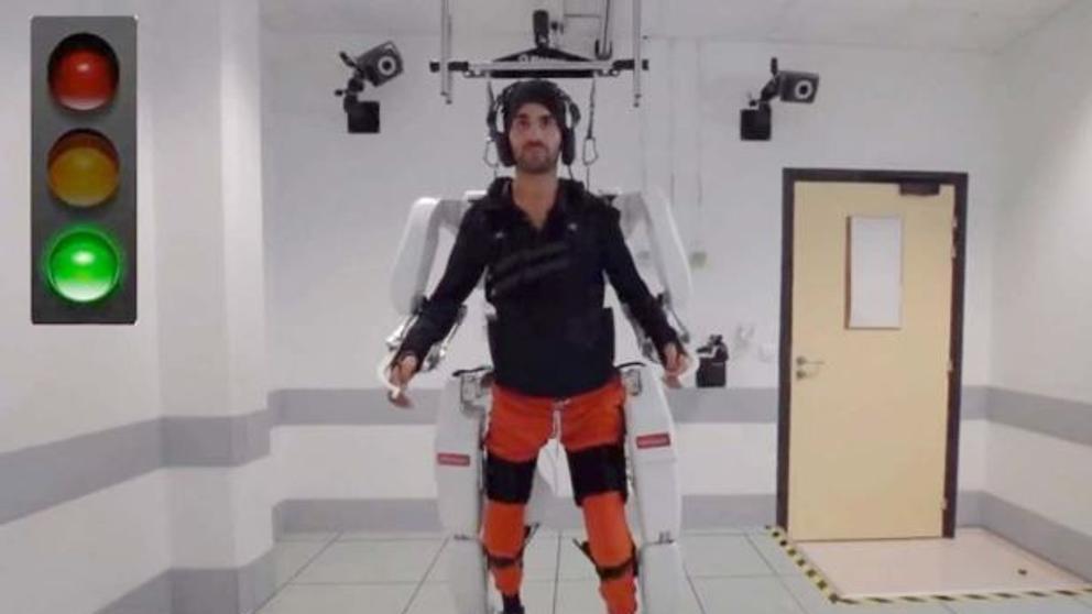 Exoesqueleto, la esperanza de los pacientes con esclerosis múltiple para ponerse en pie