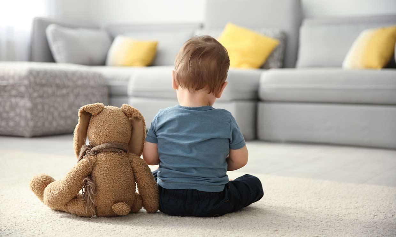 ¿Cuáles son los primeros síntomas de autismo en un bebé?