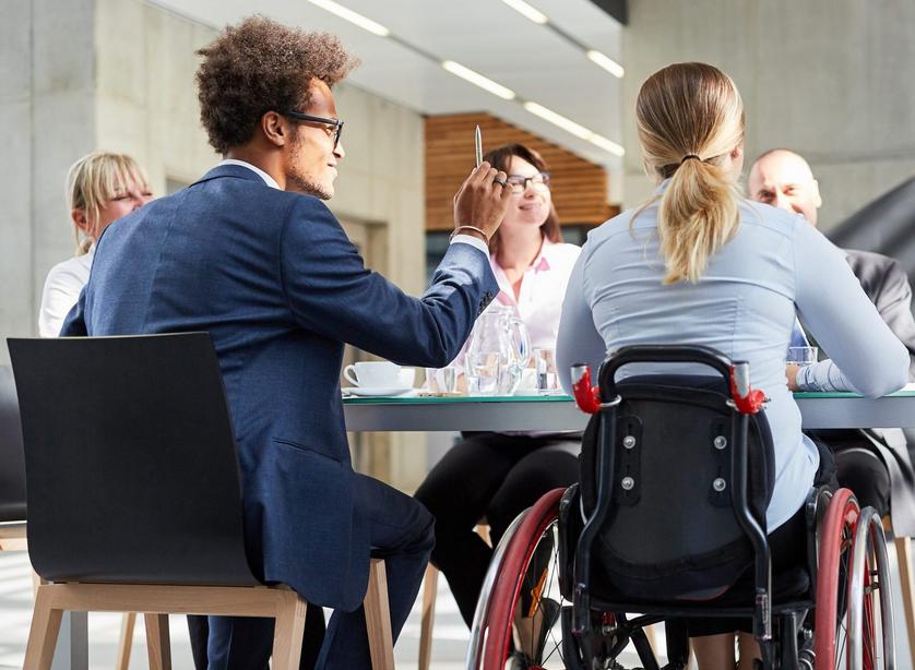 Las personas con discapacidad no son ni víctimas ni súper héroes, y deben ser contratadas por sus capacidades
