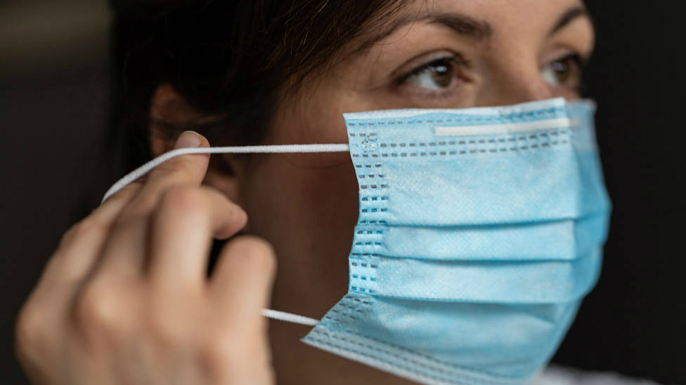 Por qué incluso después de ponerte la vacuna contra la covid-19 deberás seguir usando mascarilla