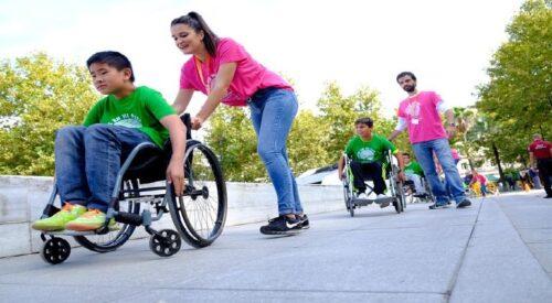 Lanzan convocatoria de becas para personas con discapacidad