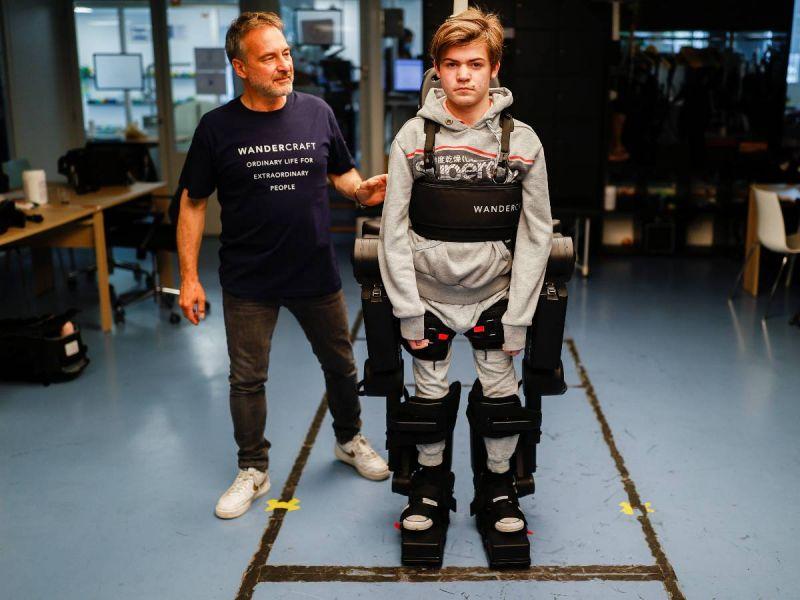 Exoesqueleto de manos libres devuelve la movilidad a personas con discapacidad